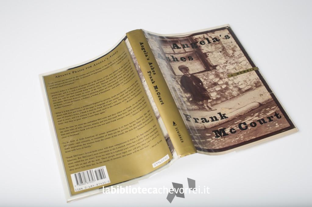 """La copertina della prima edizione del libro di Frank McCourt """"Angela's Ashes""""."""
