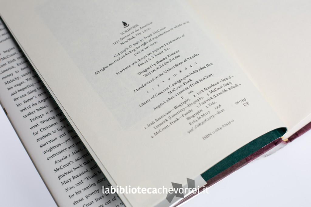 """La pagina dei crediti del libro di Frank McCourt """"Angela's Ashes"""". La linea numerica riporta """"1 3 5 7 9 10 8 6 4 2""""."""