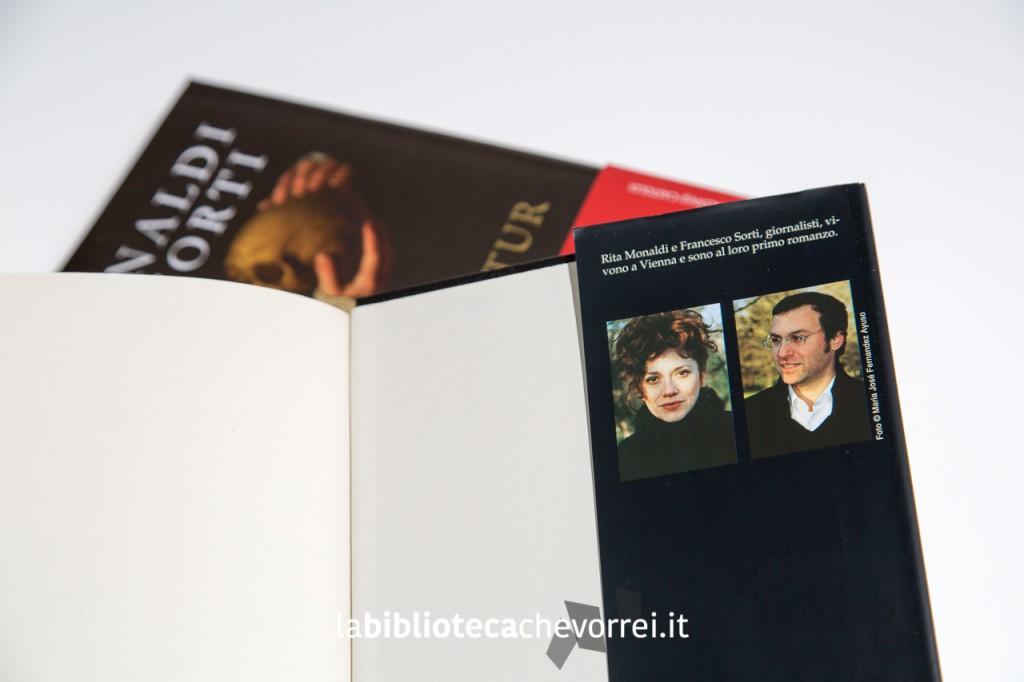 Edizione Mondadori del risvolto della copertina