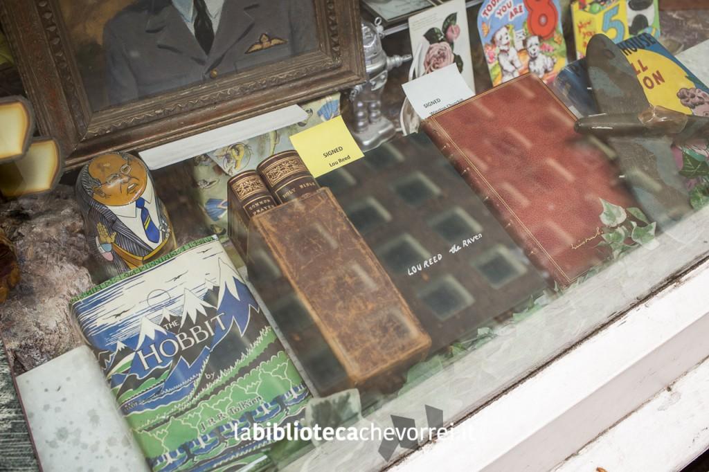 Lo Hobbit e libro autografo di Lou Reed