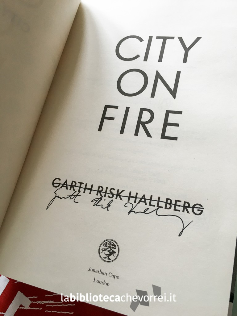 "Autografo di Garth Risk Hallberg sull'edizione inglese di ""City on fire"""
