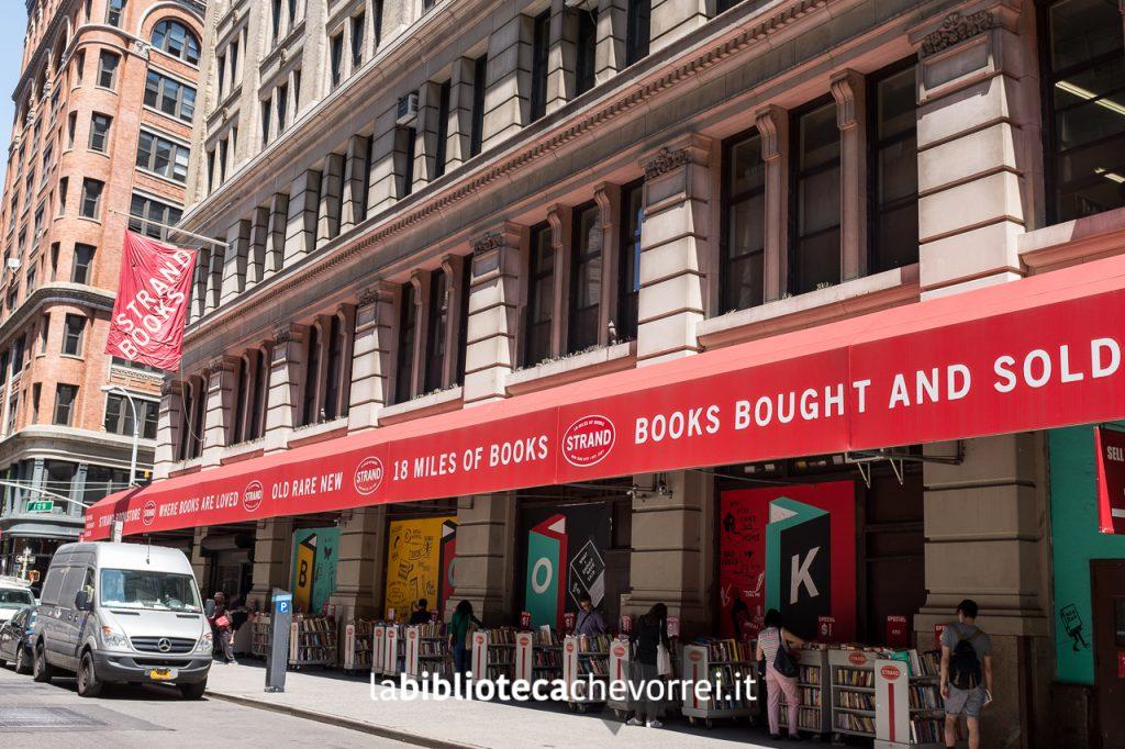 Esterno della libreria STRAND, la più grande libreria di New York.