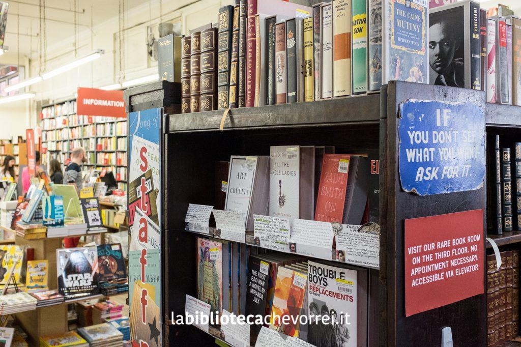 Interni della libreria STRAND.