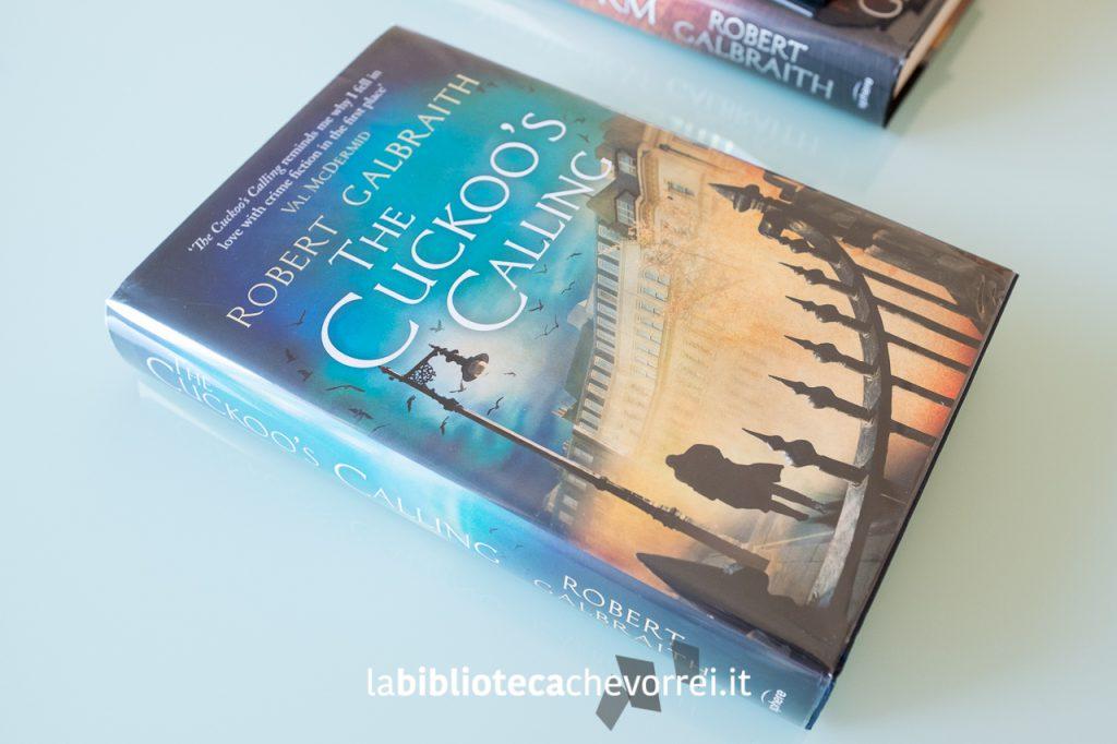 """La copertina della prima edizione inglese del libro """"The Cuckoo's Calling"""" di Robert Galbraith"""
