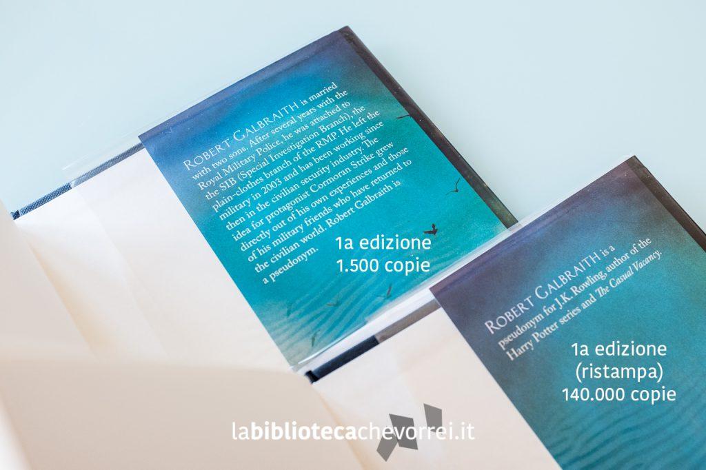 L'interno della copertina della prima edizione a confronto con l'edizione ristampata dopo lo svelamento del pseudonimo.