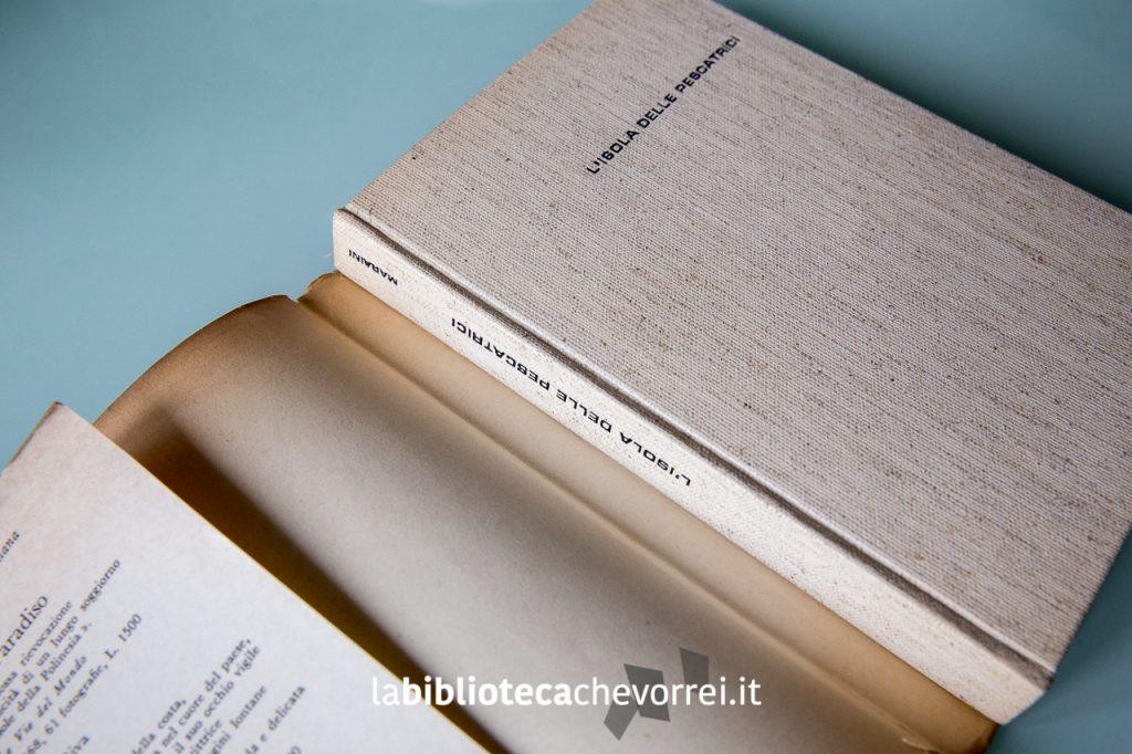 Copertina del libro senza la sovraccoperta.