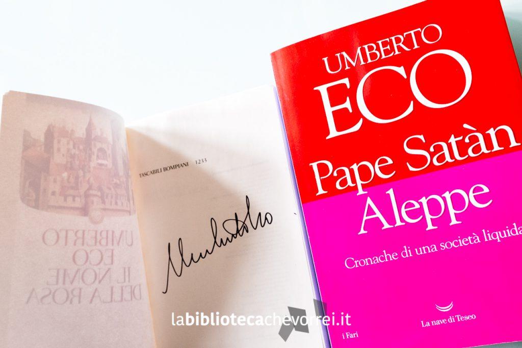 """Autografo di Umberto Eco su edizione economica de """"Il Nome della Rosa"""". A fianco la sua ultima raccolta di scritti uscita postuma."""