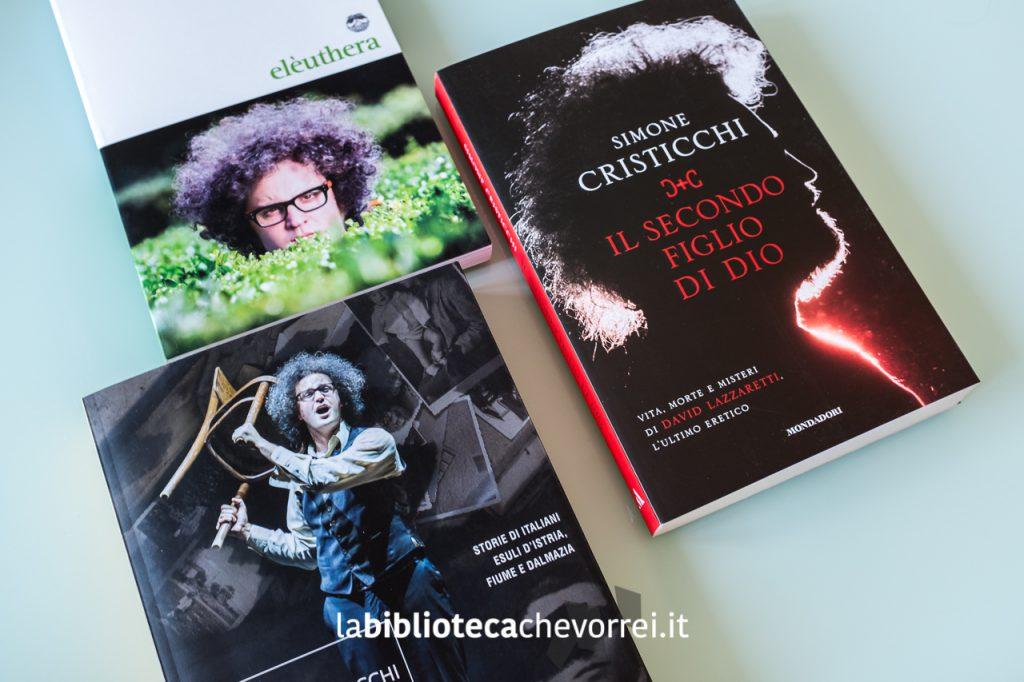 """Alcuni dei libri scritti da Simone Cristicchi: """"Dialoghi incivili"""", """"Magazzino 18"""" e """"Il secondo figlio di dio""""."""