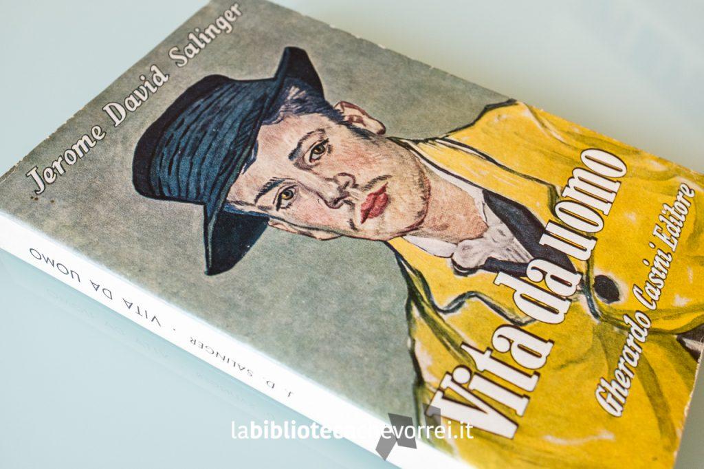 """Copertina della prima edizione italiana de """"Il giovane Holden"""" di J.D. Salinger intitolata """"Vita da uomo""""."""
