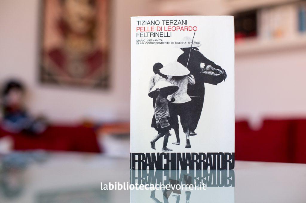 """Copertina della 1a edizione del libro di Tiziano Terzani """"Pelle di Leopardo""""."""