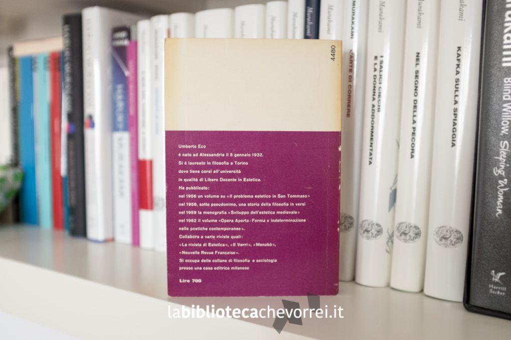 """Quarta di copertina della prima edizione di """"Diario minimo"""" di un giovane Umberto Eco."""