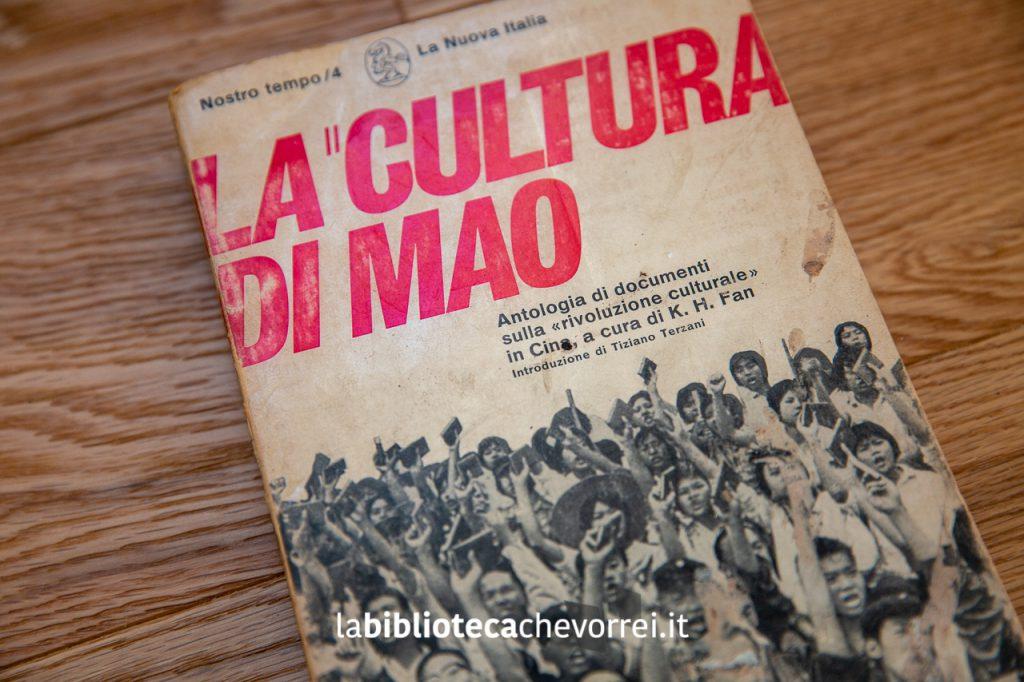 """Dettaglio della copertina del libro """"La cultura di Mao"""" con la prefazione di Tiziano Terzani. (1968 La Nuova Italia)."""