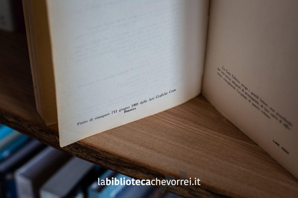 """Penultima pagina del libro di Céline """"Bagattelle per un massacro"""" edito dalla casa editrice Robespierre con l'indicazione della data di stampa."""