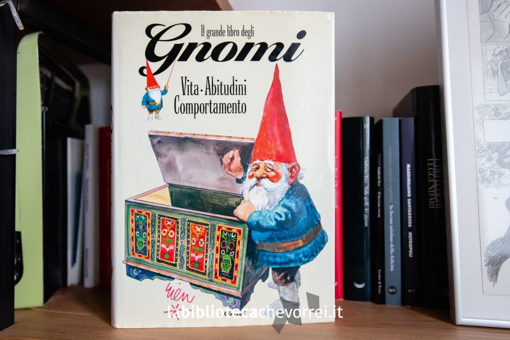 """Edizione italiana del 1994 de """"Il grande libro degli Gnomi""""."""