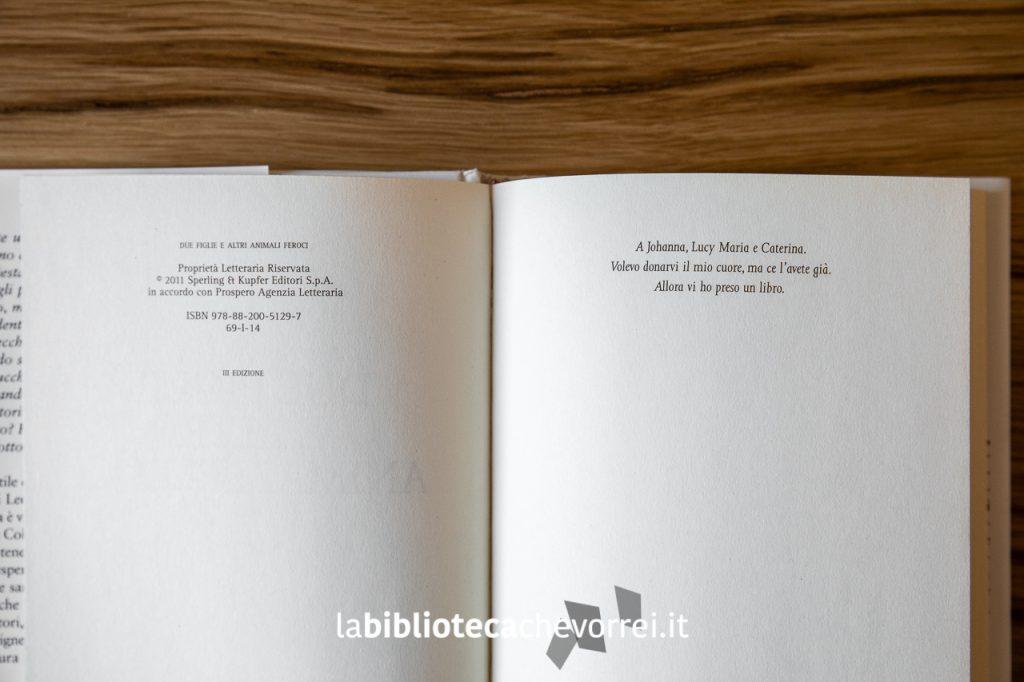 """La pagina dei crediti e la dedica alle figlie nella prima edizione del libro di Leo Ortolani """"Due figlie e altri animali feroci"""", Sperling & Kupfer, 2011."""