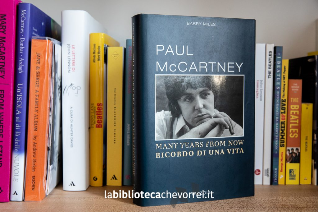 """La copertina della prima edizione italiana della biografia di Paul McCartney """"Many years from now - Ricordo di una vita"""", Rizzoli 1997."""