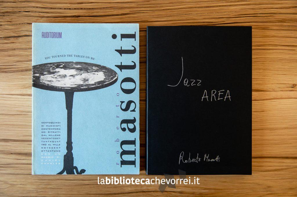 I libri fotografici di Roberto Masotti. A sinistra l'ormai introvabile You tourned the tables on me. A destra il nuovo volume da poco uscito: Jazz AREA.