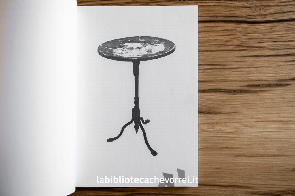 Il tavolino protagonista del volume You tourned the tables on me.