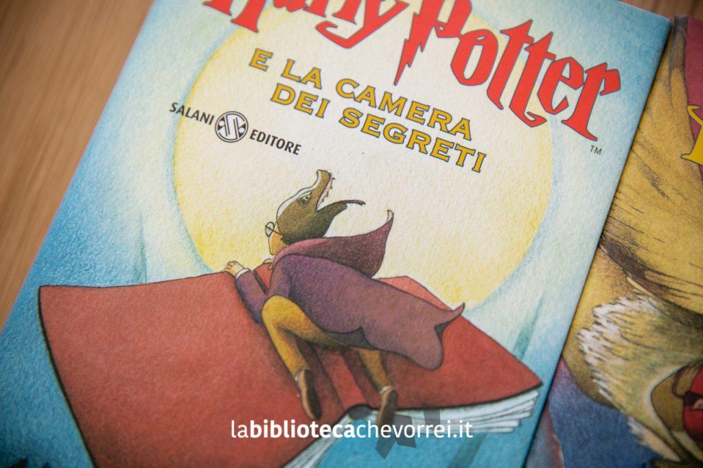 """La copertina del secondo volume della saga di Harry Potter di J.K. Rowling: """"Harry Potter e la camera dei segreti""""."""