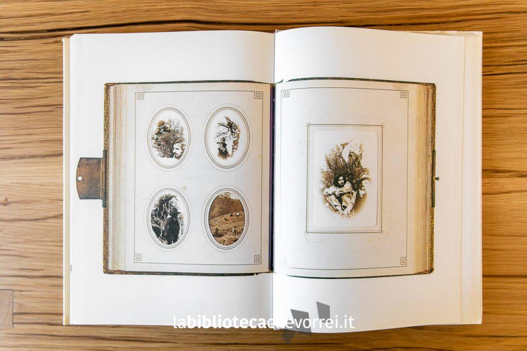 La documentazione fotografica che testimonierebbe l'esistenza di creature magiche alle spalle degli autori.