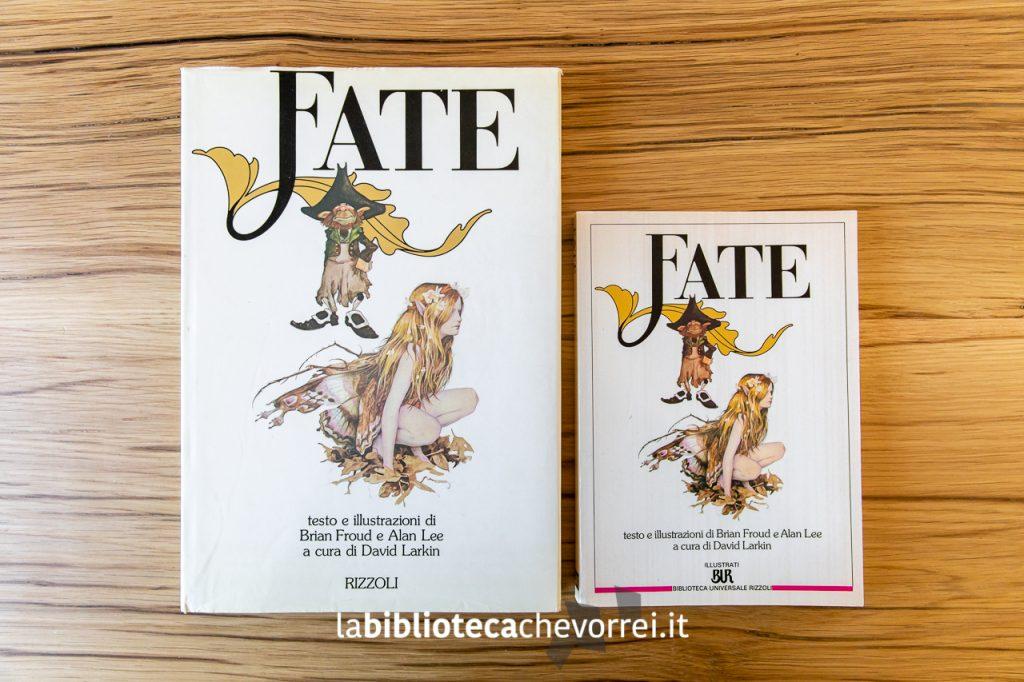 La prima edizione a confronto con una edizione economica successiva: differenti le dimensioni ma differenti anche i caratteri tipografici.