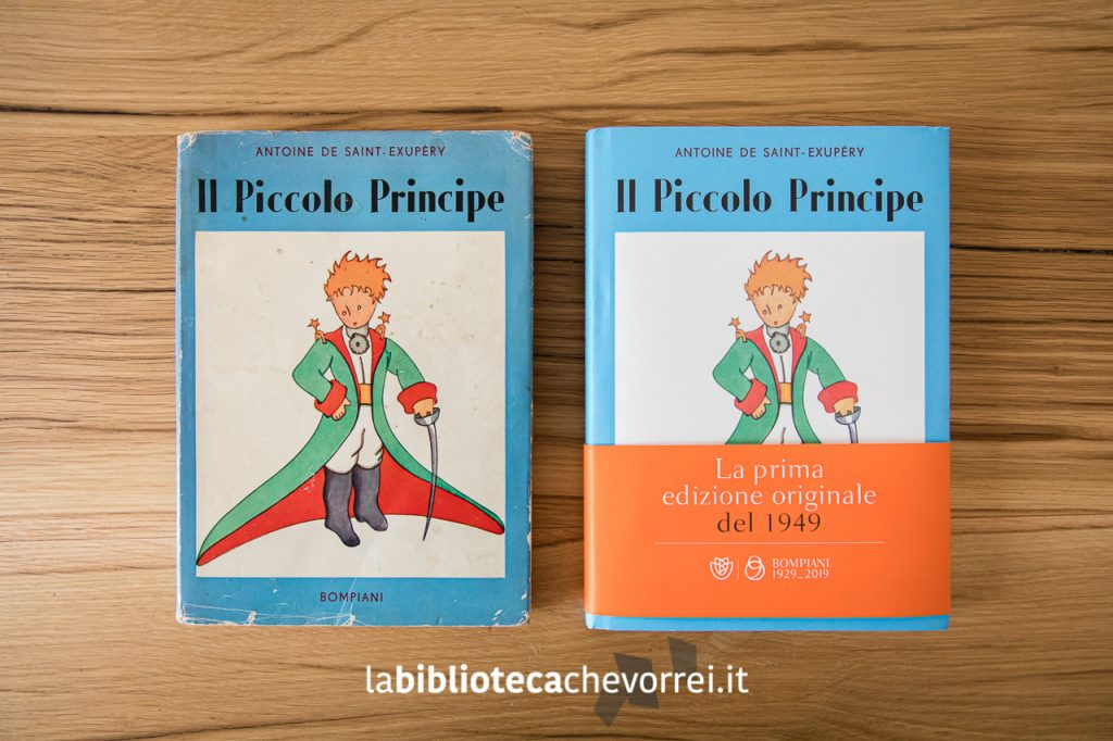 """Le copertine delle due edizioni de """"Il Piccolo Principe"""" a confronto. A sinistra la prima edizione del 1949, a destra la nuova edizione fatta uscire per festeggiare i 70 anni dall'uscita nelle librerie."""