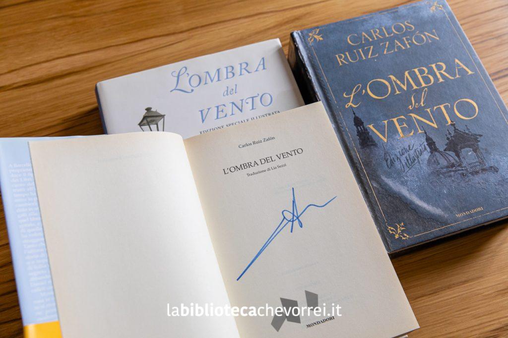 """L'autografo di Carlos Ruiz Zafón sulla prima edizione italiana de """"L'ombra del vento"""". Mondadori, 2004."""