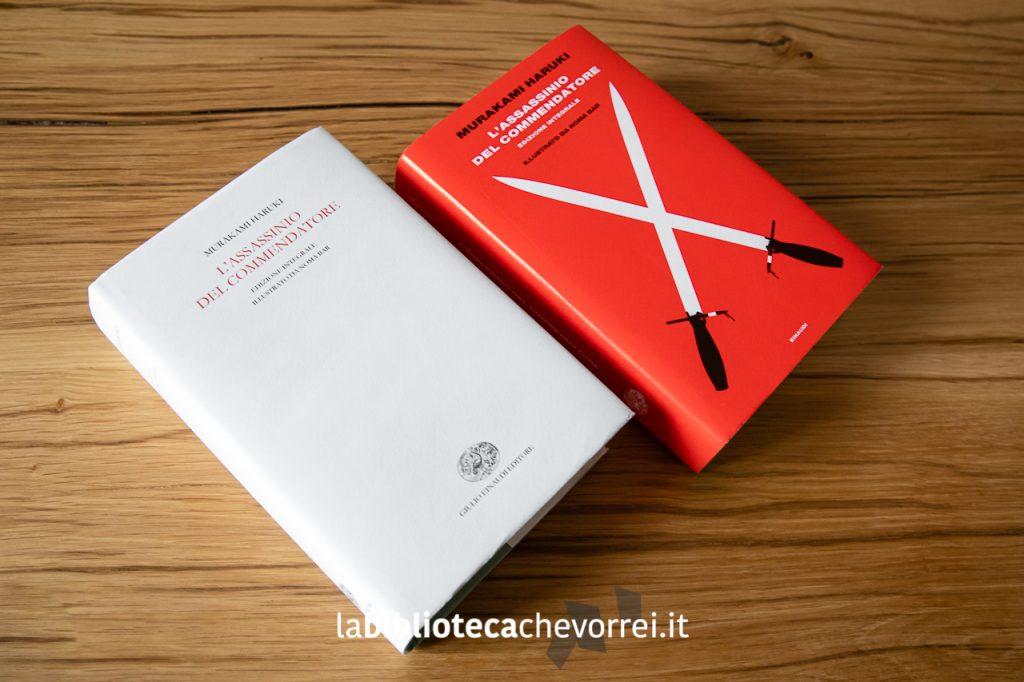A fianco dell'edizione destinata al pubblico (copertina rossa) ecco l'edizione con la copertina bianca distribuita da Einaudi come omaggio a un pubblico selezionato.
