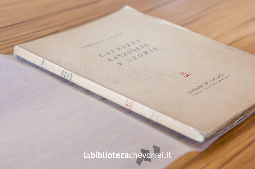 """Copertina dorso del libro di poesie di Virgilio Giotti """"Caprizzi canzonete e stòrie"""". Prima edizione, luglio 1928."""