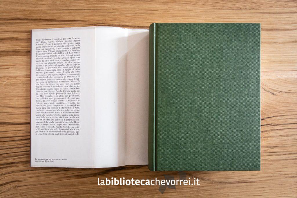 """Copertina di tela verde per la 1a edizione dell'autobiografia di Agatha Christie """"La mia vita"""", Mondadori 1978."""