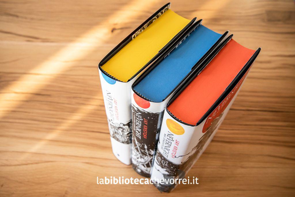 """I colori utilizzati per colorare i bordi della trilogia """"Nevernight: gli accadimenti di Illuminotte"""" di Jay Kristoff. Mondadori 2019."""