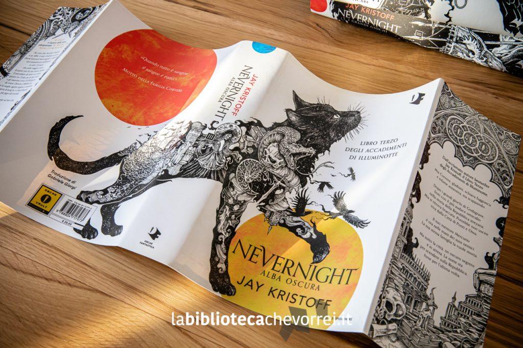 """""""Alba oscura"""" conclude la trilogia di Jay Kristoff. Le bellissime illustrazioni sulle sovraccoperte sono di Kerby Rosanes."""