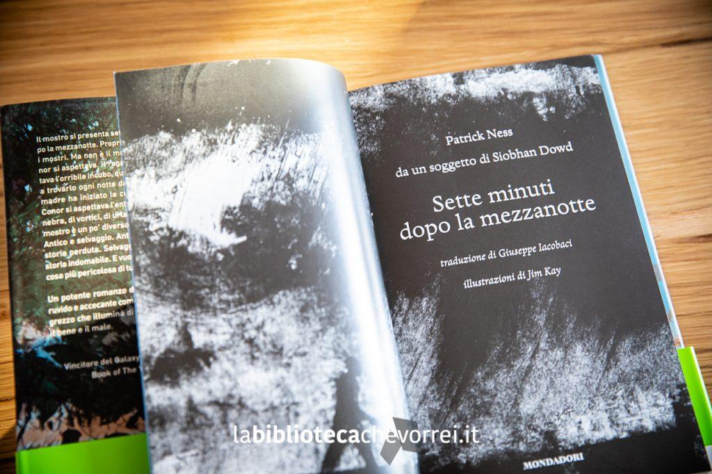 """Frontespizio della prima edizione del libro """"Sette minuti dopo la mezzanotte"""" di Patrick Ness e Siobhan Ness."""