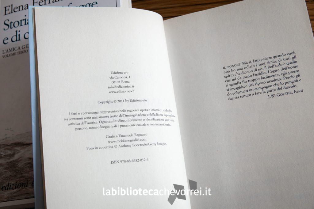 """Pagina dei crediti della prima edizione de """"L'amica geniale"""" di Elena Ferrante. Non è presente nessuna indicazione di ristampa."""