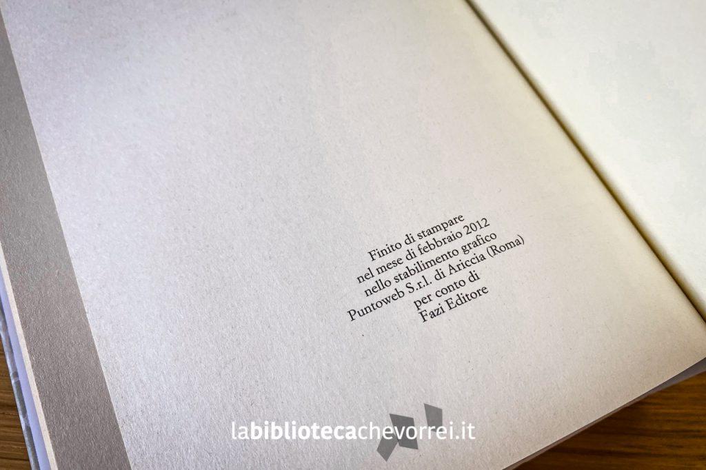 Ultima pagina della prima edizione italiana di Stoner di John Williams, Fazi Editore, con indicati i dati della stampa. Non sono presenti informazioni aggiuntive riguardanti le ristampe.