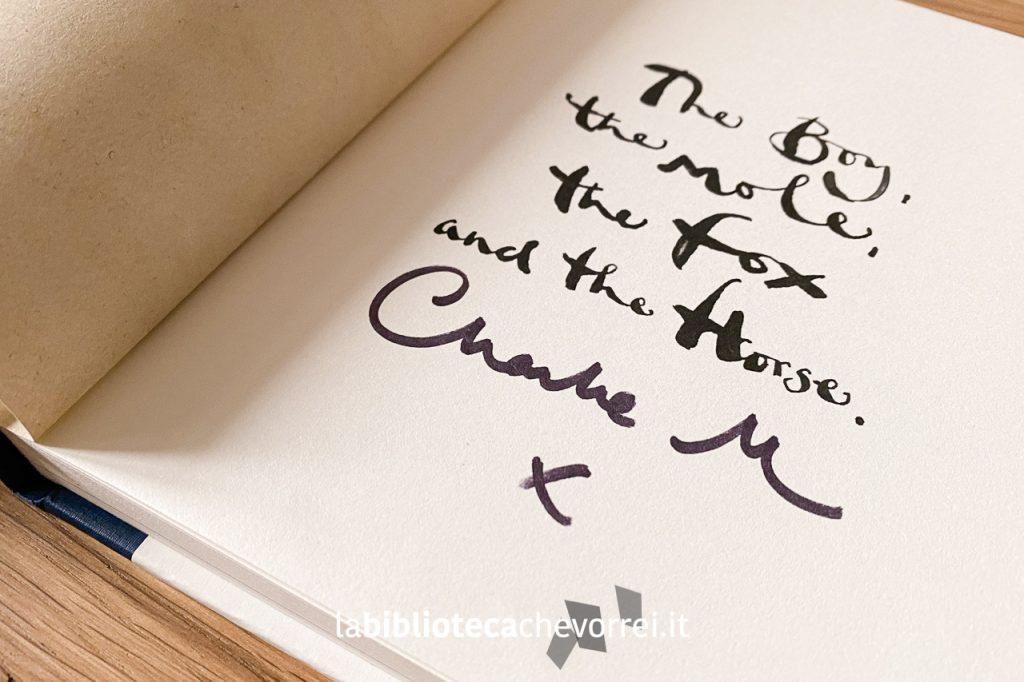 """Autografo di Charlie Mackesy sulla prima edizione inglese di """"Il bambino, la talpa, la volpe e il cavallo""""."""