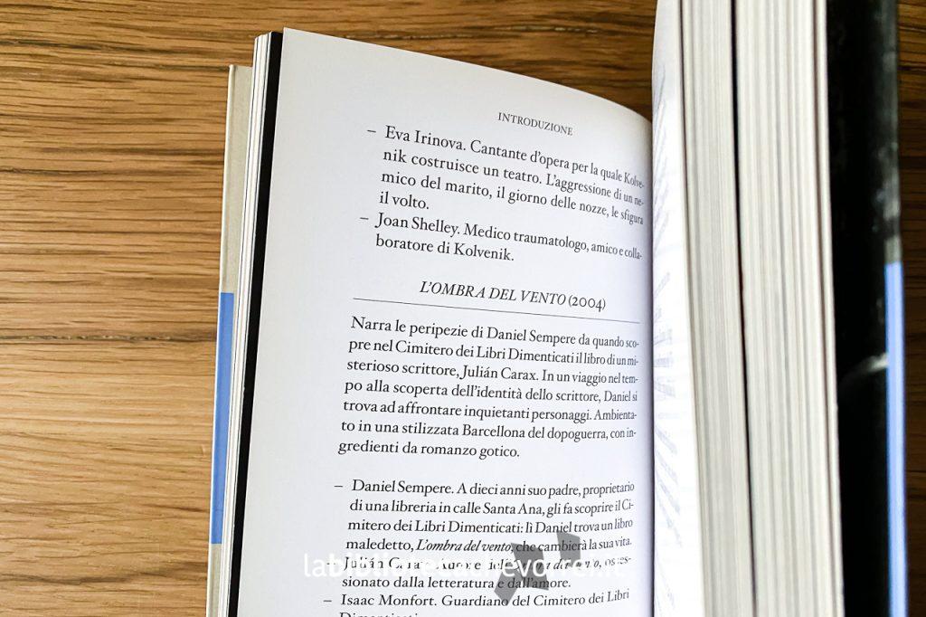 """Pagine interne del libro Pagina dei crediti del volume """"Guida alla Barcellona di Carlos Ruiz Zafón"""". 1a edizione, Mondadori, 2009."""