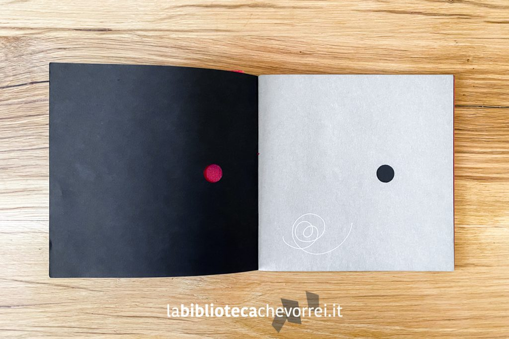 """Pagine intere con diverse tipologia di carta del volume di Bruno Munari, Libro Illeggibile """"N.Y.1"""" 1967."""