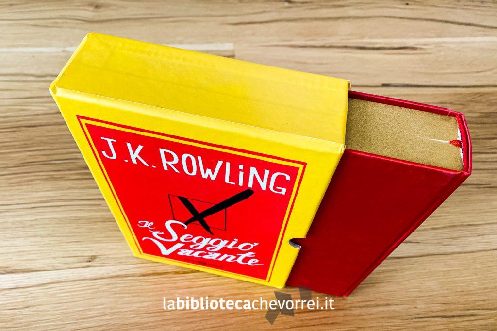 """I bordi dell'edizione speciale e numerata de """"Il Seggio Vacante"""" sono in vernice oro."""