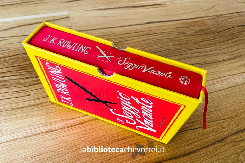 """L'edizione speciale e numerata de """"Il Seggio Vacante"""" nel suo cofanetto."""