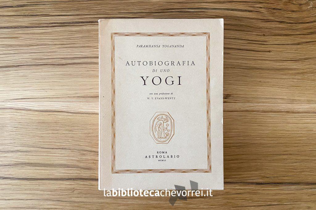 """Copertina della prima edizione italiana di """"Autobiografia di uno yogi"""", Roma Astrolabio, 1951."""