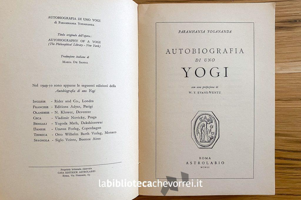 """Frontespizio e pagina dei crediti della prima edizione italiana di """"Autobiografia di uno yogi"""", Roma Astrolabio, 1951."""