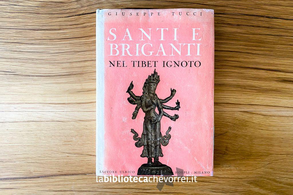 """Copertina del libro di Giuseppe Tucci """"Santi e briganti nel Tibet ignoto"""". Editore Ulrico Hoepli."""