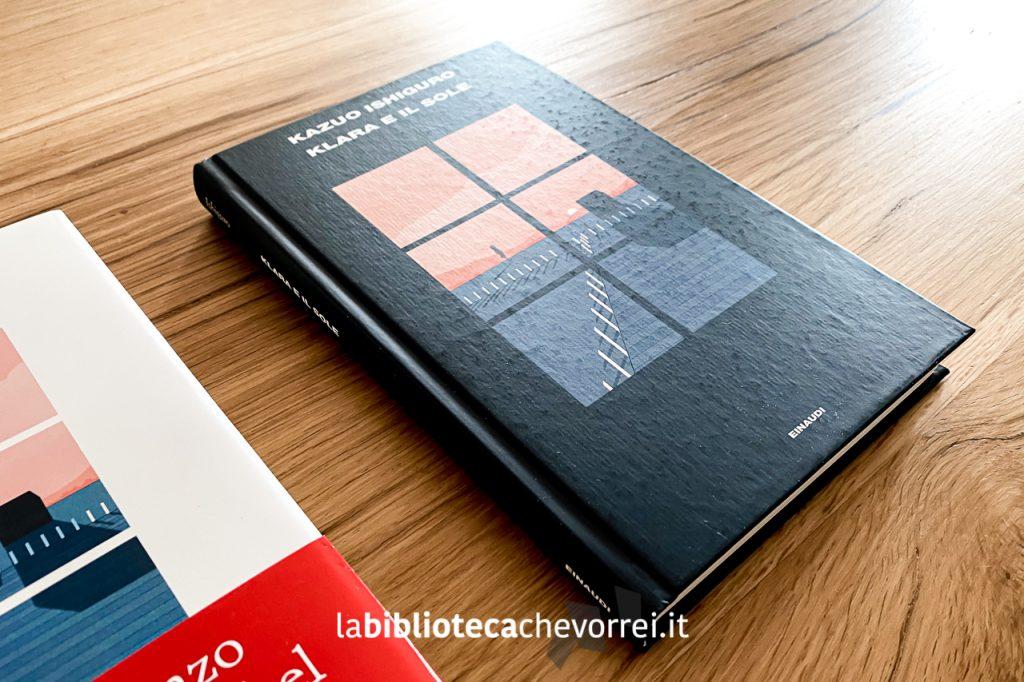 """L'edizione speciale, non in vendita, de """"Klara e il sole"""" di Kazuo Ishiguro. È presente anche una sovraccoperta trasparente qui rimossa per una migliore resa fotografica del volume."""