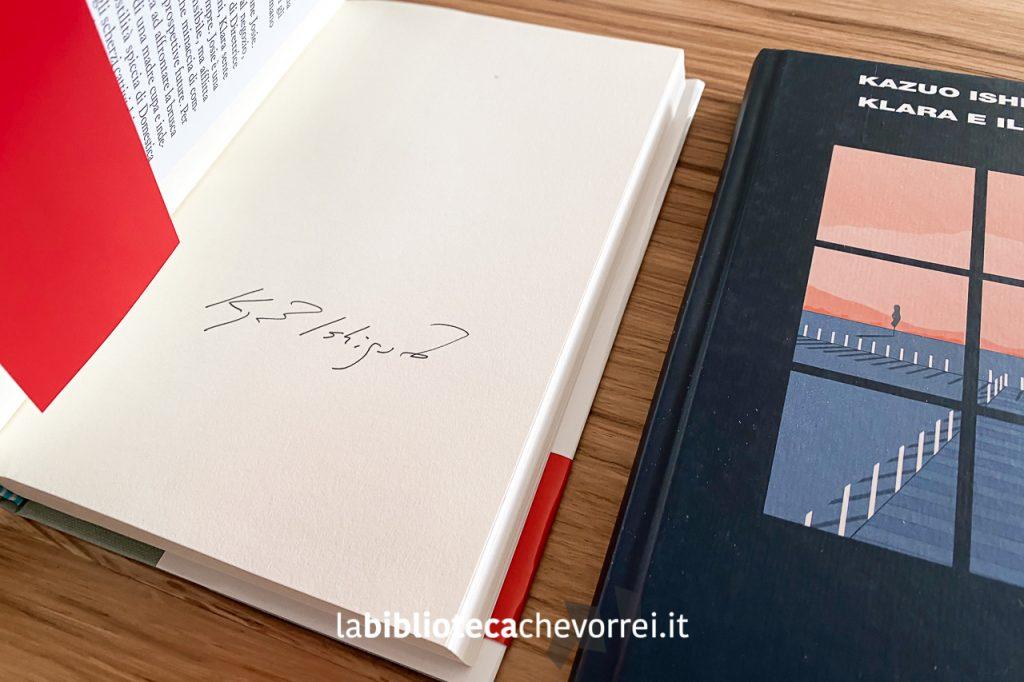 """Autografo di Kazuo Ishiguro sul libro """"Klara e il sole"""" messe in vendita da Feltrinelli."""
