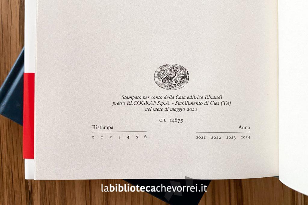 Nel volume con la copertina nera, non è presente nessun dato di futura ristampa come invece è presente nelle copie in commercio.