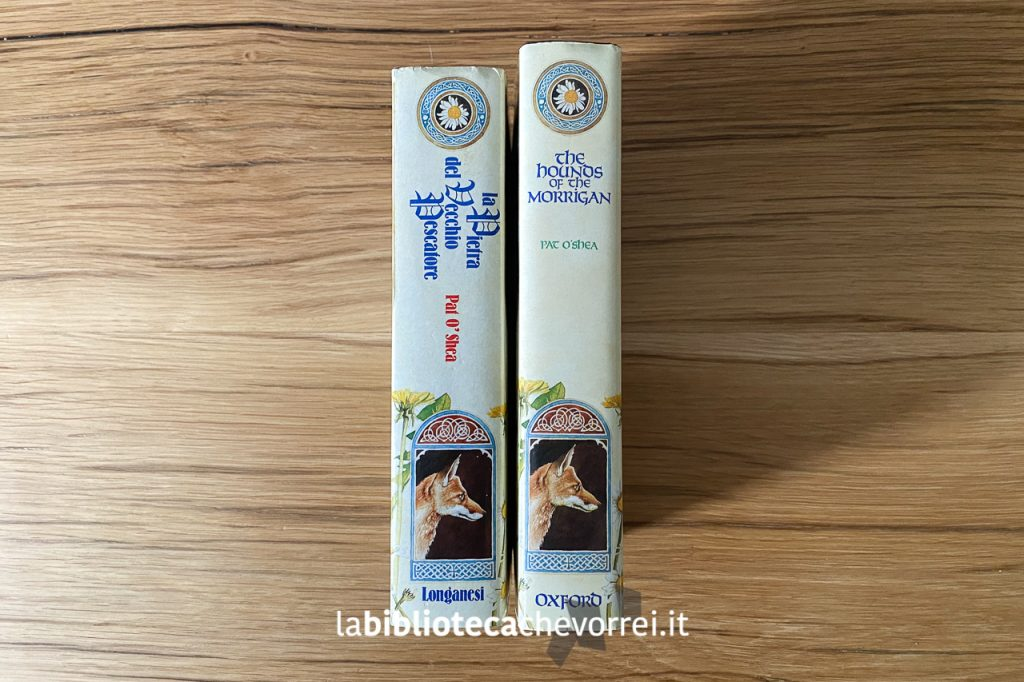 """Il dorso della prima edizione italiana (1988) de """"La pietra del vecchio pescatore"""" a confronto con il dorso inglese (1985)."""